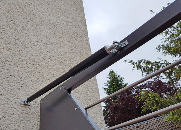 Gate Closer DIREKT. Quick and simple to fit,