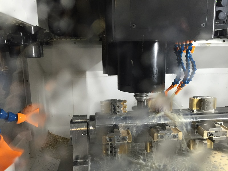 Milling, drilling, sinking, deburring, … the new machining centre automatically performs all the necessary production steps